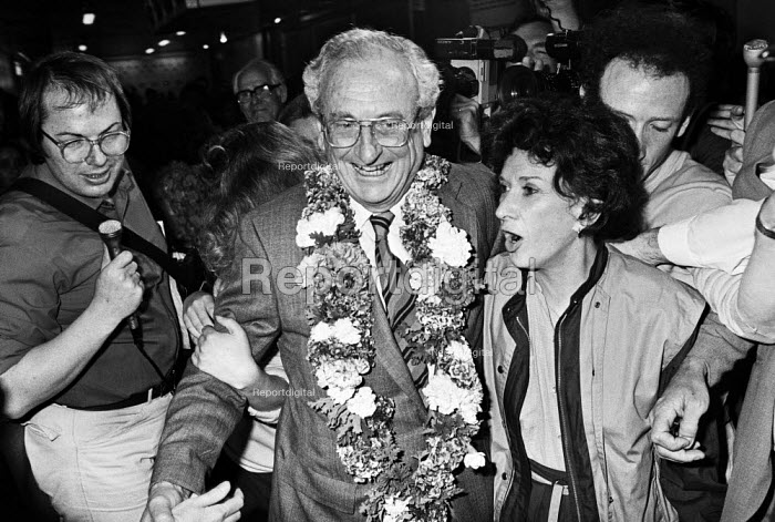 Anti-apartheid activist David Kitson arriving at London Airport, 1984, having been released after 20 years in prison in South Africa, welcomed by his wife Norma, family and supporters, he was convicted of teaching bomb making to Umkhonto we Sizwe the armed wing of the ANC - NLA - 1984-06-20