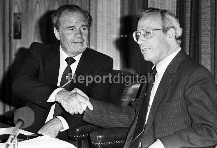 Ron Todd (L), the newly elected TGWU gen sec with Moss Evans, the out going, press conference, London 1984 - NLA - 1984-06-26