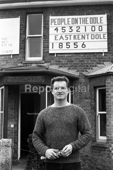Jack Young, with mass unemployment figures displayed on his house, East Kent 1985 - NLA - 1985-04-30