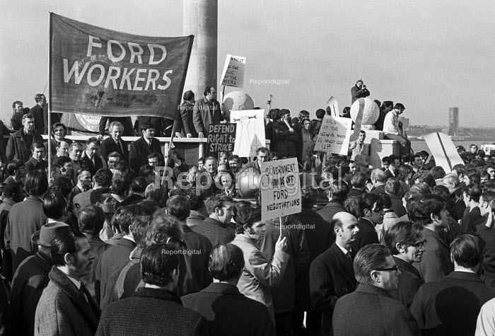 Ford workers, Halewood, Liverpool, at the beginning of the 1971 strike. Protest at the pierhead, Liverpool - Peter Arkell - 1971-02-22