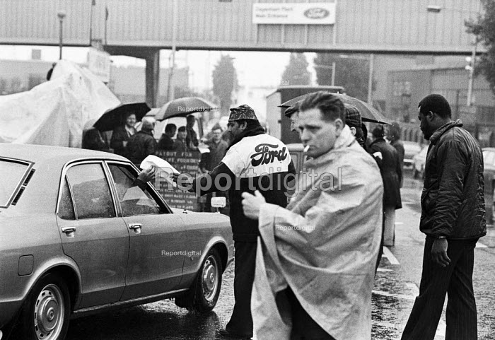Ford workers picket line, Dagenham, Essex,1978 strike for a �20 pay rise and a shorter week. The strike was a challenge to government policy of wage restraint at the start of the Winter of Discontent - NLA - 1978-09-28