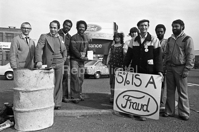 Ford workers picket line Langley, Slough, Berkshire, 1978 strike for a �20 pay rise and a shorter week. The strike was a challenge to government policy of wage restraint at the start of the Winter of Discontent - NLA - 1978-10-10