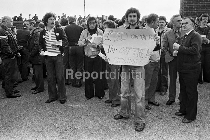 Ford workers mass meeting, Halewood, Liverpool, 1978. The strike was a challenge to government policy of wage restraint at the start of the Winter of Discontent - NLA - 1978-11-05