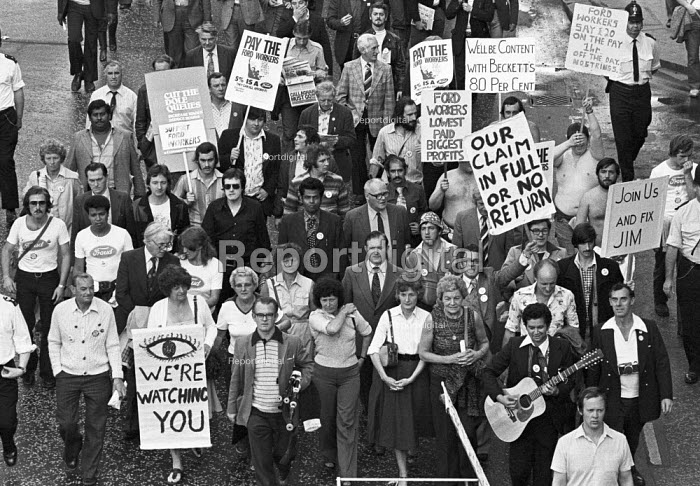 Women leading a protest by striking Ford workers from Dagenham, Essex, London 1978. The strike was a challenge to government policy of wage restraint at the start of the Winter of Discontent - NLA - 1978-10-11