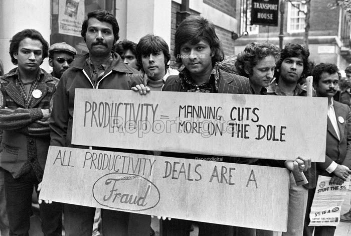 Striking Ford workers from Dagenham, Essex, 1978 lobbying their union leaders against a sell-out, talks between TGWU and Ford, London. The strike was a challenge to government policy of wage restraint at the start of the Winter of Discontent - NLA - 1978-09-29