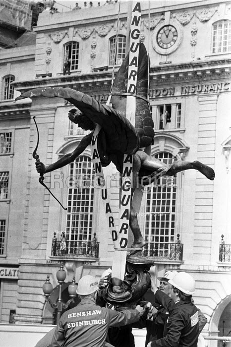 Eros, Piccadilly, London, 1984 is lifted by crane before being put into a box and taken away for repairs. - Peter Arkell - 1984-08-10