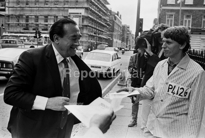 Polish trade union Solidarity supporter leafletting Robert Maxwell as he enters the Polish Embassy, London, 1985 demanding the release of political prisoners, Pergamon Press, a Maxwell publishing company had just produced a book about General Wojciech Jaruzelski, Polish head of state - Peter Arkell - 1985-07-22