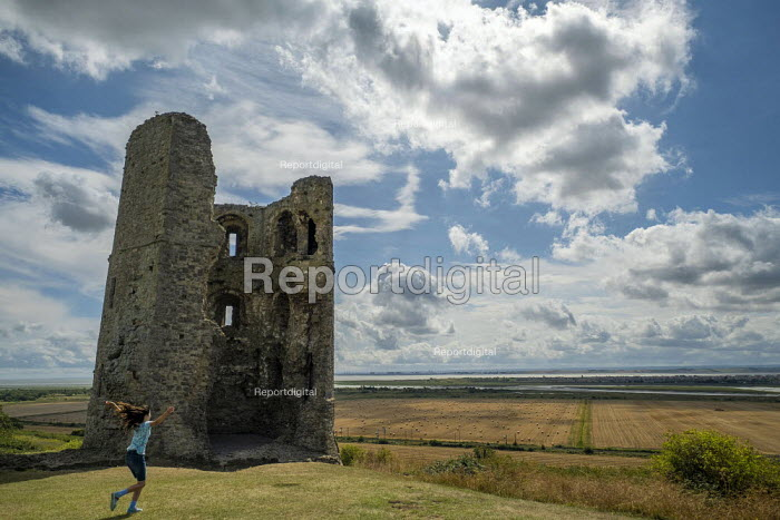Hadleigh Castle, ruined fortification overlooking the Thames Estuary, Essex - Jess Hurd - 2019-08-08