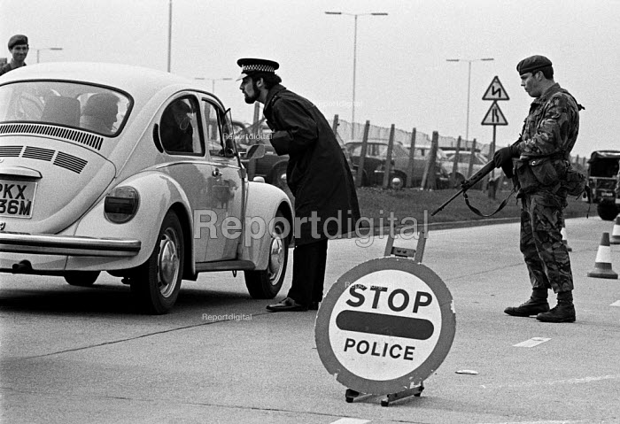 Joint Army-police operation occupying Heathrow Airport 1974 set up road blocks in response to a security threat from the IRA - Martin Mayer - 1975-03-13