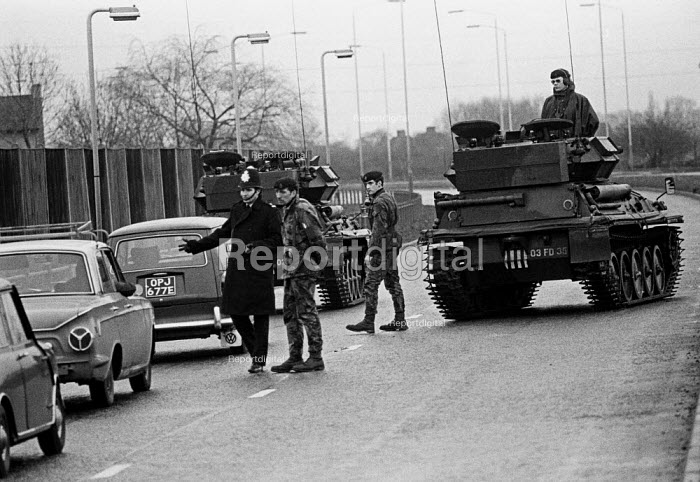 Joint Army-police operation occupying Heathrow Airport 1974 set up road blocks in response to a security threat from the IRA - Martin Mayer - 1974-01-05