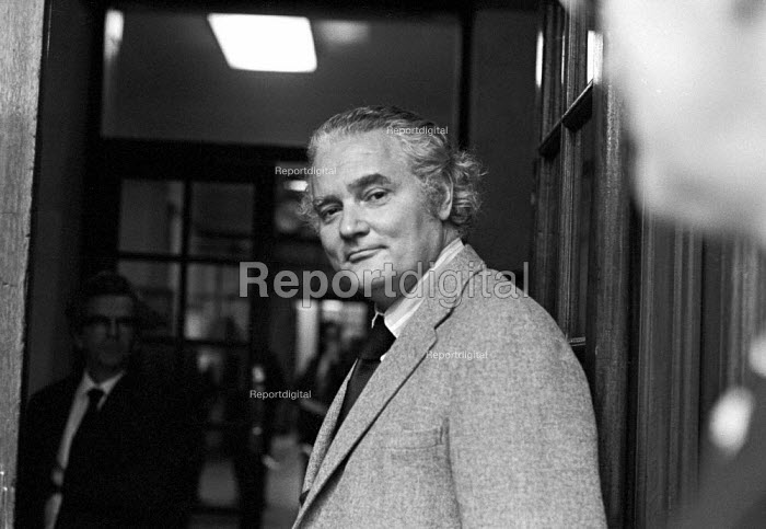 Vere Harmsworth, 3rd Viscount Rothermere of Associated Newspapers, 1975 attending talks between the NGA print union and the Newspaper Publishers Association, London - NLA - 1975-01-17