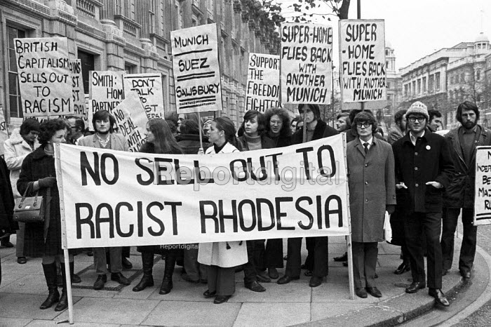 Protest against UK negotiations with Rhodesia, Whitehall, London 1971 - NLA - 1971-11-25