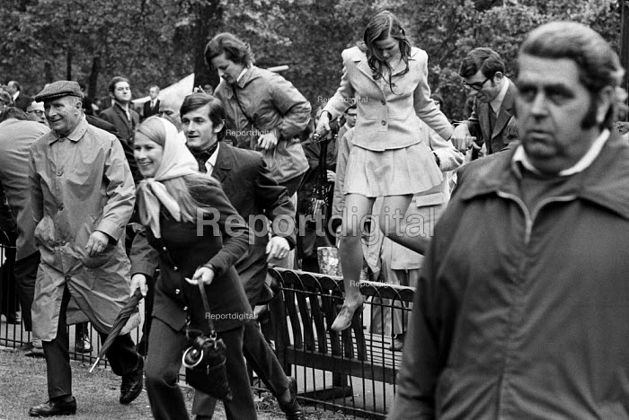 Jumping fences while trying to catch a glimpse of the queen 1972 at the annual Trooping the Colour, St James Park, London. - Peter Arkell - 1972-06-03