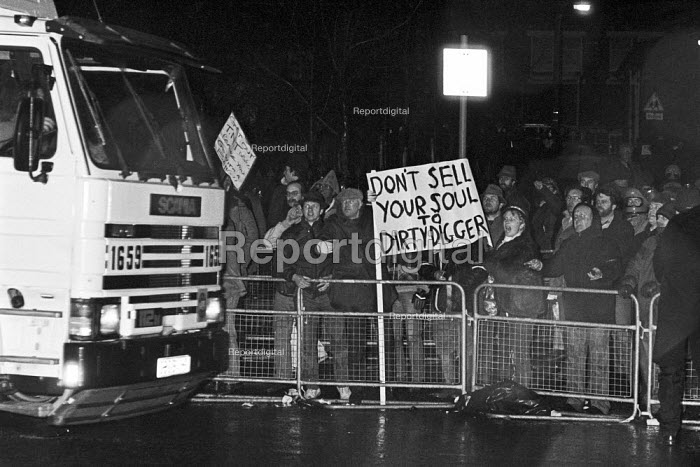 Lorry crossing picket line Wapping dispute, East London, 1986 - Peter Arkell - 1986-02-28