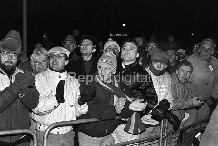Picket line Wapping dispute, East London, 1986 - Peter Arkell - 1986-02-28