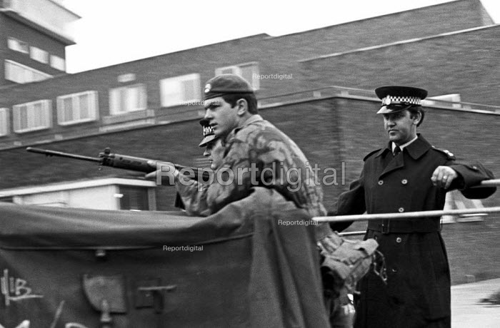 Joint Army-police operation occupying Heathrow Airport 1974 set up road blocks in response to a security threat from the IRA - Peter Arkell - 1974-06-26