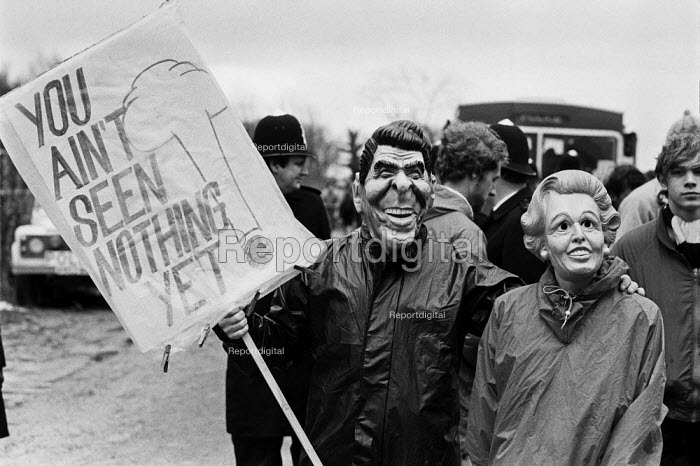 Protest RAF Molesworth, Cambridgeshire, 1985 an American cruise missile base. Ronald Reagan and Margaret Thatcher masks - Peter Arkell - 1985-04-08