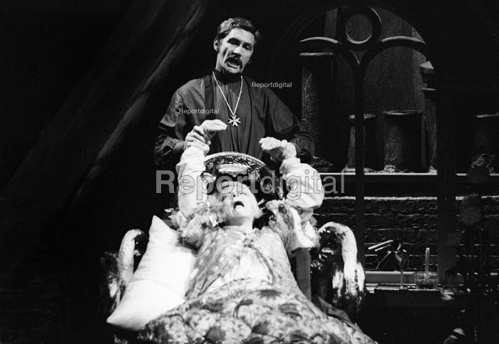 Mother Adam by Charles Dyer Arts Theatre London 1971. Roy Dotrice and Beatrix LehmannMother Adam by Charles Dyer Arts Theatre London 1971. Roy Dotrice and Beatrix LehmannMother Adam by Charles Dyer Arts Theatre London 1971. Roy Dotrice and Beatrix LehmannMother Adam by Charles Dyer Arts Theatre London 1971. Roy Dotrice and Beatrix Lehmann - Chris Davies - 1971-11-30