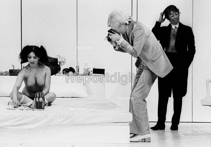 PORK by Andy Warhol, Roundhouse Theatre London 1971. Geri MIller as Josie and with camera Anthony Zanetta as B. Marlowe - Chris Davies - 1971-07-03