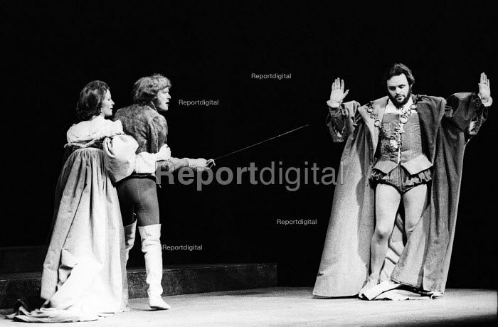 Hamlet by William Shakesepeare directed by Tony Richardson Roundhouse Theatre London 1969. JUdy Parfitt as Gertrude MIchael Pennington as Laertes (C) and Anthony Hopkins as Claudius (R)Hamlet by William Shakesepeare directed by Tony Richardson Roundhouse Theatre London 1969. JUdy Parfitt as Gertrude MIchael Pennington as Laertes (C) and Anthony Hopkins as Claudius (R)Hamlet by William Shakesepeare directed by Tony Richardson Roundhouse Theatre London 1969. JUdy Parfitt as Gertrude MIchael Pennington as Laertes (C) and Anthony Hopkins as Claudius (R)Hamlet by William Shakesepeare directed by Tony Richardson Roundhouse Theatre London 1969. JUdy Parfitt as Gertrude MIchael Pennington as Laertes (C) and Anthony Hopkins as Claudius (R) - Patrick Eagar - 1969-02-17