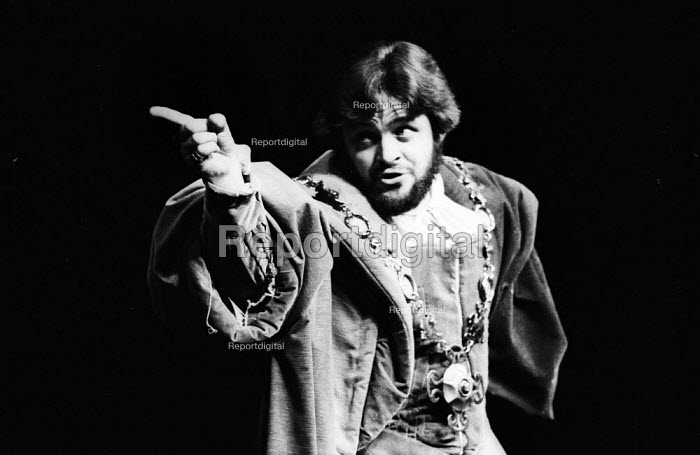 Anthony Hopkins as Claudius in Hamlet by William Shakesepeare directed by Tony Richardson Roundhouse Theatre London 1969Anthony Hopkins as Claudius in Hamlet by William Shakesepeare directed by Tony Richardson Roundhouse Theatre London 1969Anthony Hopkins as Claudius in Hamlet by William Shakesepeare directed by Tony Richardson Roundhouse Theatre London 1969Anthony Hopkins as Claudius in Hamlet by William Shakesepeare directed by Tony Richardson Roundhouse Theatre London 1969 - Patrick Eagar - 1969-02-17