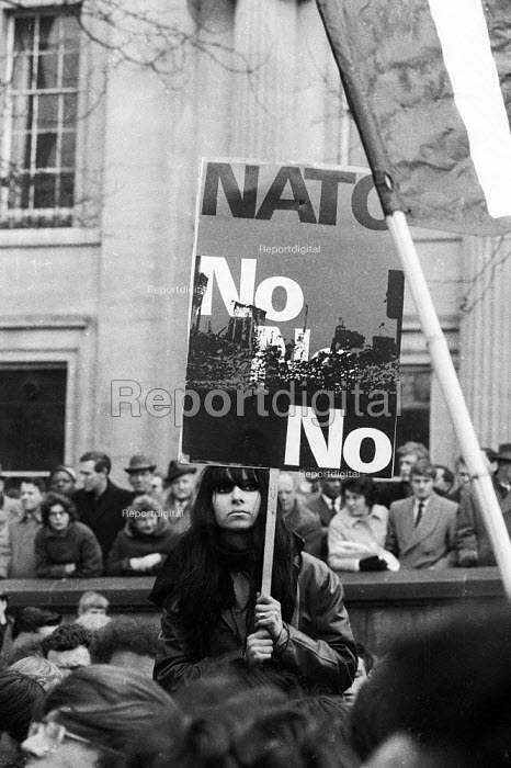 No To Nato placard, CND Easter peace march 1964 leaving London for Aldermaston Atomic Weapons Research EstablishmentNo To Nato placard, CND Easter peace march 1964 leaving London for Aldermaston Atomic Weapons Research EstablishmentNo To Nato placard, CND Easter peace march 1964 leaving London for Aldermaston Atomic Weapons Research EstablishmentNo To Nato placard, CND Easter peace march 1964 leaving London for Aldermaston Atomic Weapons Research Establishment - Romano Cagnoni - 1964-03-28