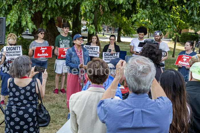 Detroit, Michigan, USA: Rashida Tlaib speaking, Jewish Shabbat service to support Congresswoman Rashida Tlaib after the government of Israel denied her permission to visit Israel and Palestine. Organised by Jewish Voice for Peace Action - Jim West - 2019-08-16