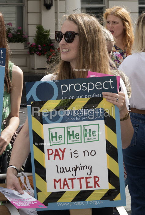 Prospect members one day pay strike, Science Museum Group, London. Pay levels are well below those in other London museums and in some cases do not even reach the London Living Wage - Martin Mayer - 2019-08-30