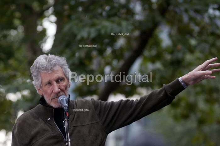Roger Waters of Pink Floyd outside the Home Office speaking in support of the imprisoned WikiLeaks journalist Julian Assange - Stefano Cagnoni - 2019-09-02