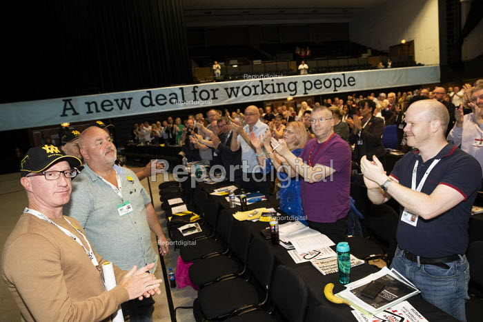 Harland and Wolff shipyard workers standing ovation, Save our Shipyard, TUC Congress, Brighton 2019. - Jess Hurd - 2019-09-10