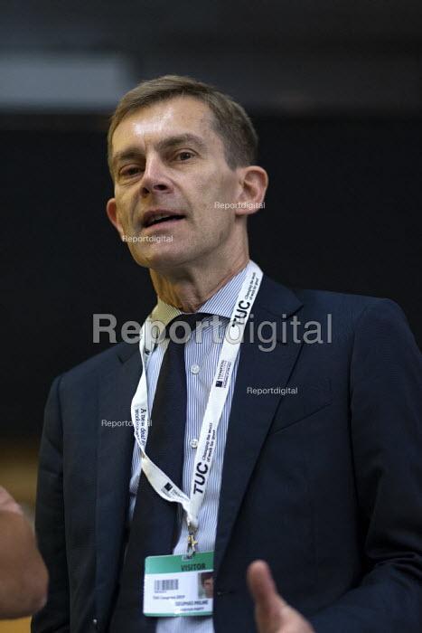 Seumas Milne talking to journalists, TUC Conference, Brighton, 2019 - John Harris - 2019-09-13