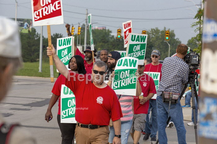 Detroit, Michigan, USA: striking UAW workers picketing GM Detroit-Hamtramck Assembly Plant on the first day of their strike. The plant is one of those that GM says it will close. The main issues in the strike include plant closures, low wages and the two-tier pay structure - Jim West - 2019-09-16