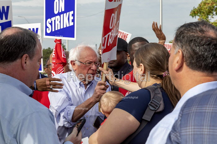 Detroit, Michigan USA: Bernie Sanders with striking UAW workers picketing the GM Detroit-Hamtramck Assembly Plant. It is one of those that GM says it will close. The main issues in the strike include plant closures, low wages and the two-tier pay structure - Jim West - 2019-09-25