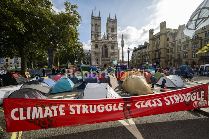 Extinction Rebellion protest against lack of Government action on climate change. Nonviolent direct action shutting down central London. Climte struggle is Class struggle - Jess Hurd - 2019-10-09