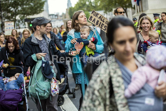 Extinction Rebellion protest against lack of Government action on climate change. Nonviolent direct action shutting down central London. - Jess Hurd - 2019-10-09