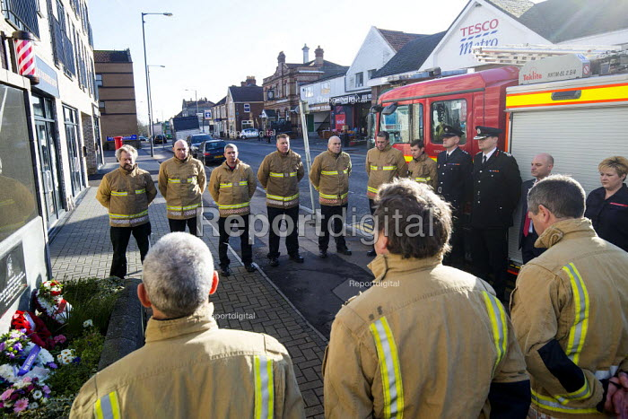 Anniversary of the death of woman Firefighter Fleur Lombard whist fighting a fire, Bristol. Twenty years since her tragic death, firefighters from across Avon gathered for a ceremony at her memorial - Paul Box - 2018-02-04