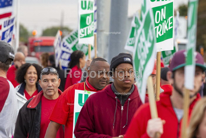 Warren, Michigan, USA: UAW picketing GM Technical Center in the fourth week of their strike. The strike's main issues include plant closings, wages, the two-tier pay structure, temporary workers, and health care. - Jim West - 2019-10-11