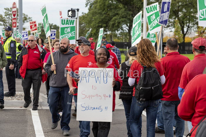Warren, Michigan, USA: APWU solidarity with UAW picketing GM Technical Center in the fourth week of their strike. The strike's main issues include plant closings, wages, the two-tier pay structure, temporary workers, and health care. - Jim West - 2019-10-11