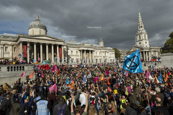 Extinction Rebellion climate activists defy the police ban on London protest. Save our Planet: Save our right to peaceful protest. Trafalgar Square. - Jess Hurd - 2019-10-16