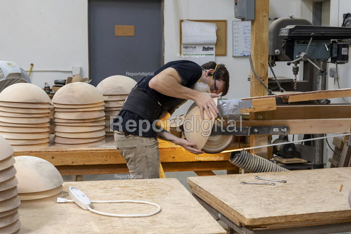 Michigan, USA: worker sanding wooden bowls, The Holland Bowl Mill, which manufactures bowls and other wood products - Jim West - 2019-10-10