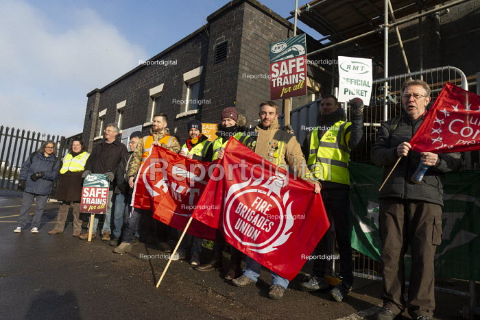 RMT Guards on strike to keep the guard on the train, Worcester SWR Railway Station. Southern are to abolish guards and introduce Driver Only Operated trains. Solidarity from FBU - John Harris - 2019-11-30