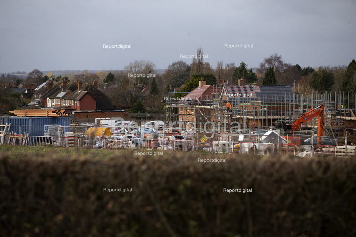 Construction of new luxury homes on the edge of town, Stratford upon Avon, Warwickshire - John Harris - 2019-12-06