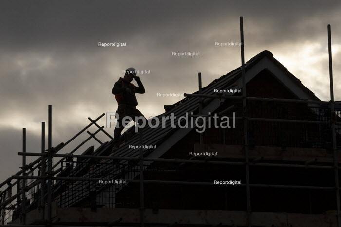 Construction of new luxury homes on the edge of town, Stratford upon Avon, Warwickshire - John Harris - 2019-12-06