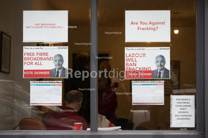 General Election Campaign office, Dennis Skinner MP... - John Harris, J1912086.jpg