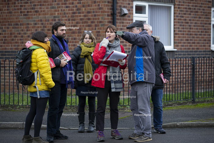 Labour Party members campaigning on the streets, General Election Campaign, Dinnington, South Yorkshire - John Harris - 2019-12-11