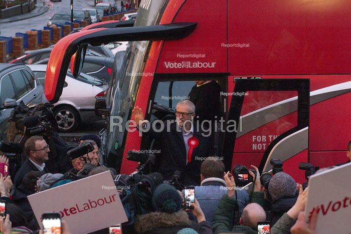 Jeremy Corbyn speaking to supporters, General Election Campaign, Dinnington, South Yorkshire - John Harris - 2019-12-11