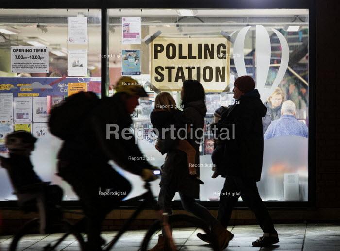 Bishopston library, Polling Station, Bristol - Paul Box - 2019-12-12