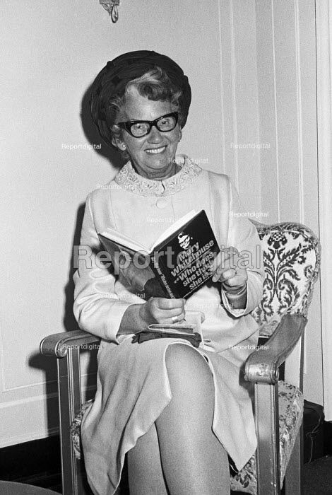 Mary Whitehouse, Foyles Literary Luncheon, London, 1971, guest of honour for her new book Who Does She Think She is? - Martin Mayer - 1971-10-07