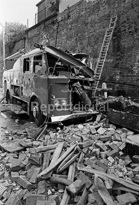 Damaged fire engine, fireman Stephen Neill was killed when a wall collapsed St Pancras warehouse fire, Camden, North London 1978 - NLA - 1978-10-01