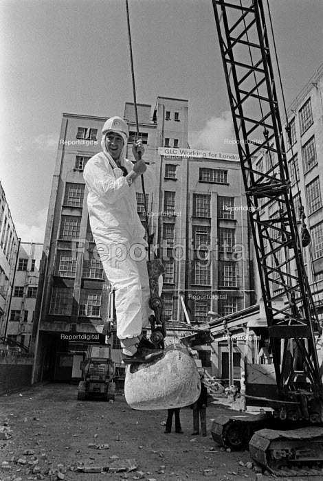 Work starting on Coin Street site, near Waterloo, London 1984 after a long dispute with developers a community group was given control with the help of the GLC. - NLA - 1984-08-01
